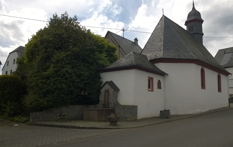 http://www.landhaus-nobel-hobel.de/images/gallery/dorfkapelle_kommen_ferienwohnungen_landhaus_nobel_hobel_hunsrueck.jpg
