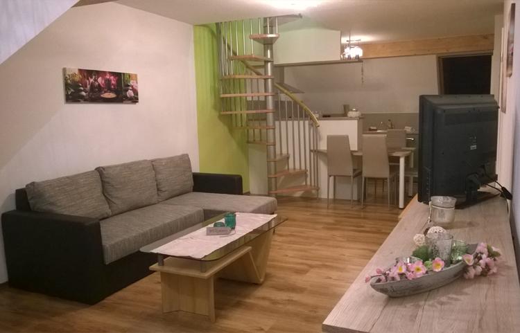 Moderner Und Gemütlicher Wohn / Und Schlafraum Der Ferienwohnungen Landhaus  Nobel Hobel